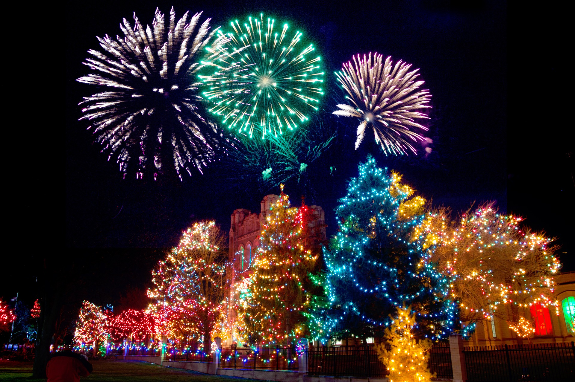Two Terrific Ways to See the Holiday Lights