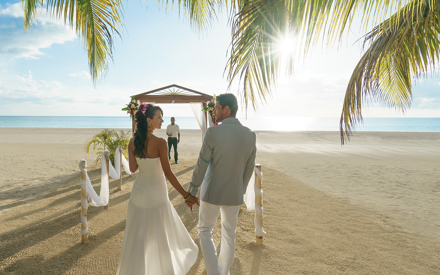 http://be478d95e8aa404656c1-d983ce57e4c84901daded0f67d5a004f.r11.cf1.rackcdn.com/couplesresorts/media/WeddingPackage-1680x1050_0003_SunsetWedding-5767ff7cb852a.jpg