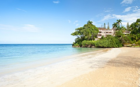 Sandy beaches and crystal clear water, Couples Sans Souci