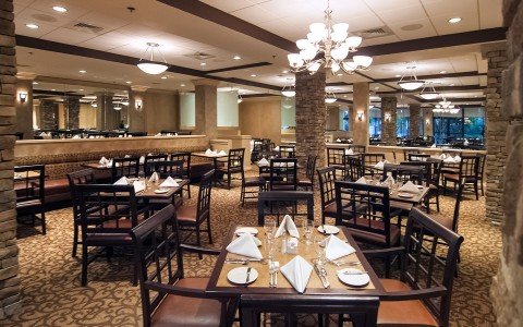 7-Crowne-Plaza-Dining.jpg