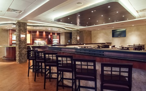 9-Crowne-Plaza-Patio-Bar.jpg