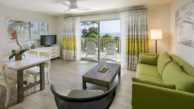 One Bedroom Oceanfront Queen Deluxe