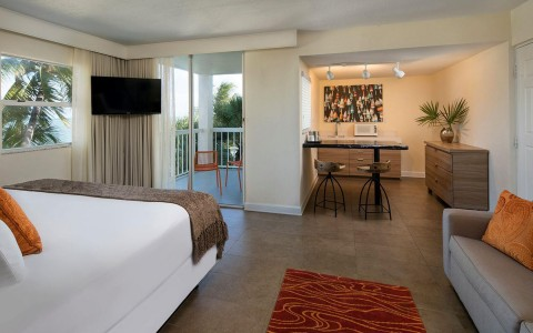 Pelican Cove Suite King With Kitchenette