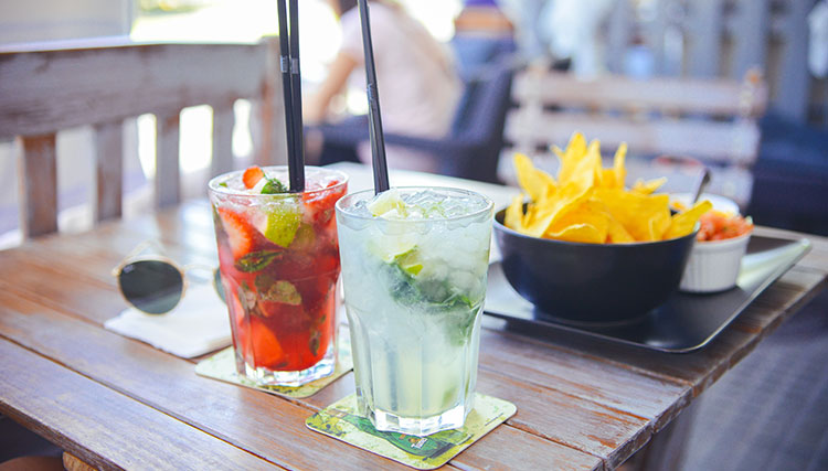 Happy Hour Heaven | Scotty's Beach Bar has just what you need, no matter who you are