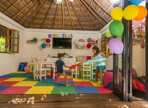 Playacar-gallery-kids-club-inside-582e2eed06cdf.jpg